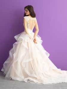 A romantic gown to suit all sizes.
